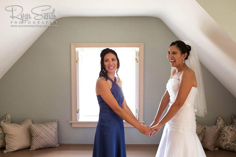 The barn on the bridge wedding venue has beautiful rooms for the bride and groom to get ready in.